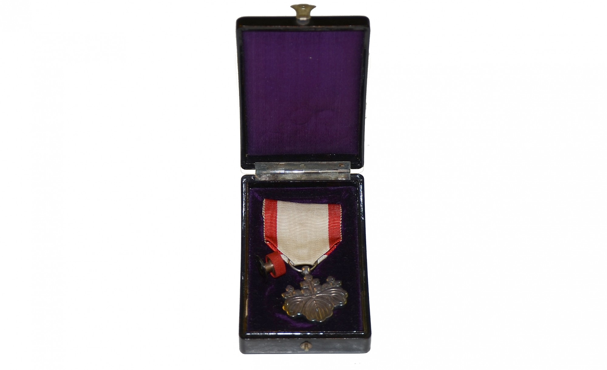 WORLD WAR TWO JAPANESE MEDAL IN THE ORIGINAL BOX
