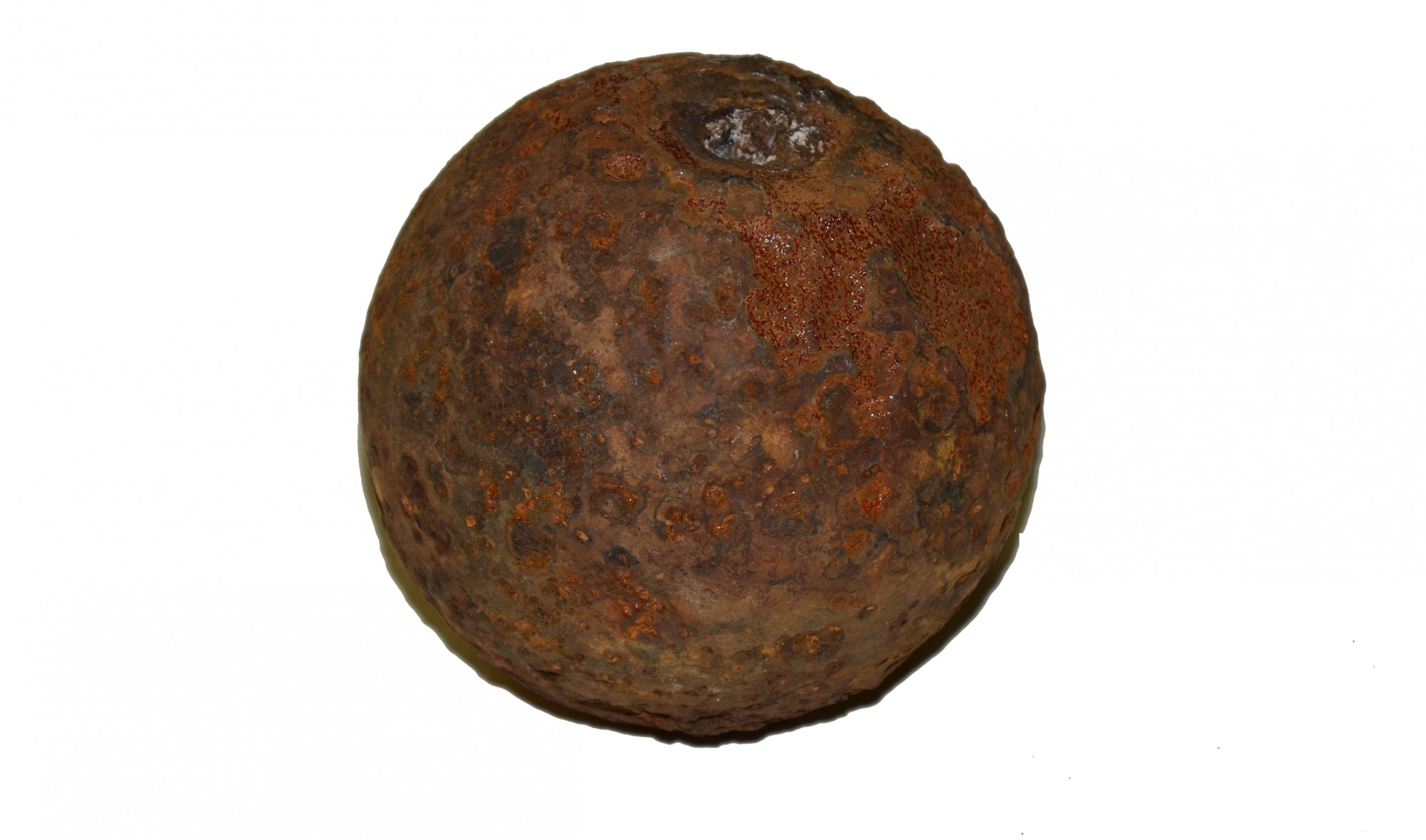 CONFEDERATE 4.52 INCH 12 PDR SPHERICAL SHELL WITH REMAINS OF WOODEN FUSE PLUG