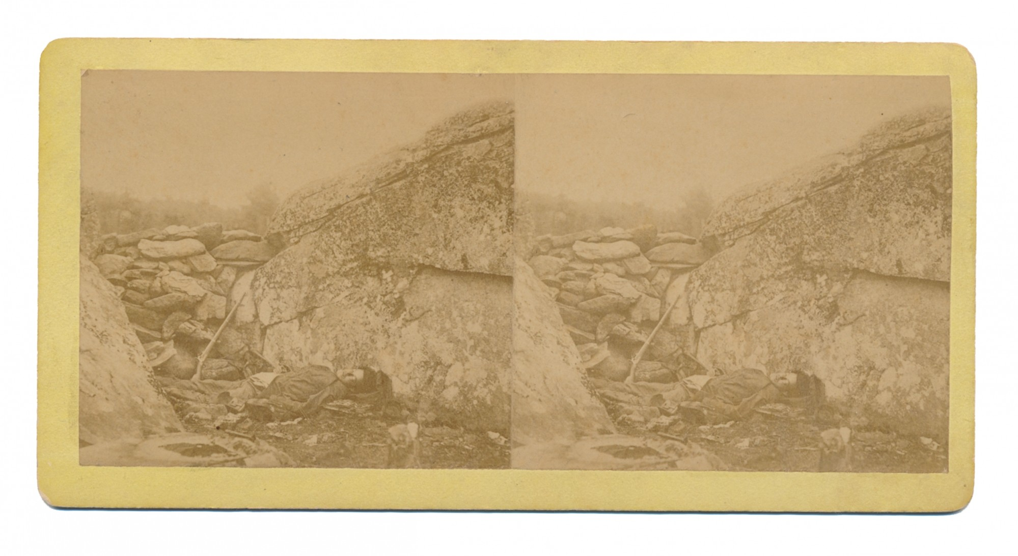 STEREOVIEW OF DEAD CONFEDERATE IN SHARPSHOOTERS POSITION IN DEVIL'S DEN