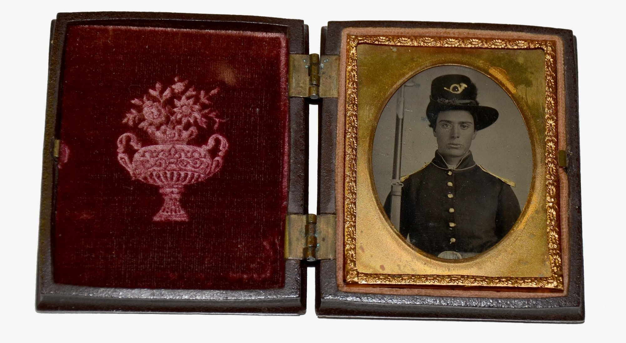 NINTH PLATE TINTYPE OF YOUNG UNION SOLDIER