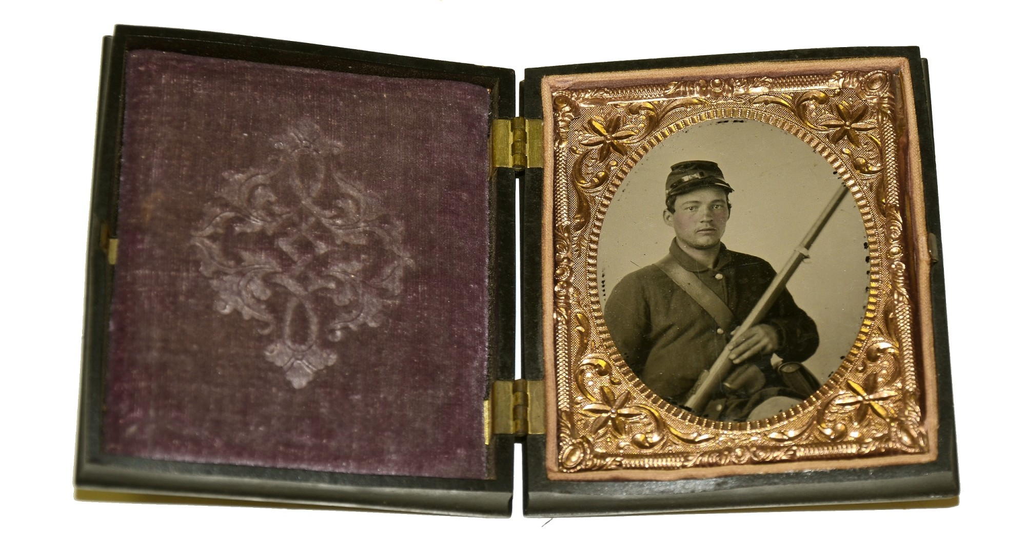 SIXTH PLATE AMBROTYPE OF AN ARMED FEDERAL SOLDIER IN UNION CASE