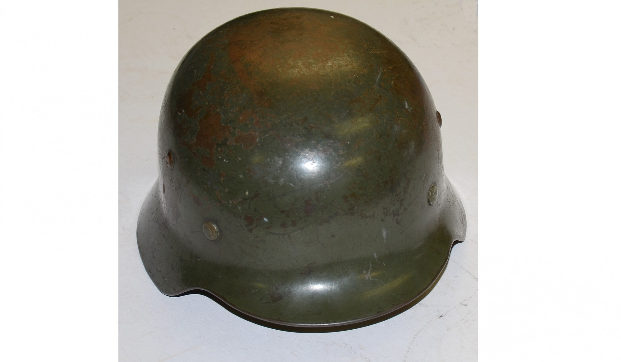MODEL 1935 SINGLE DECAL GERMAN ARMY HELMET WITH ATTRIBUTION TO AMERICAN CAPTOR IN 6TH ARMORED DIVISION
