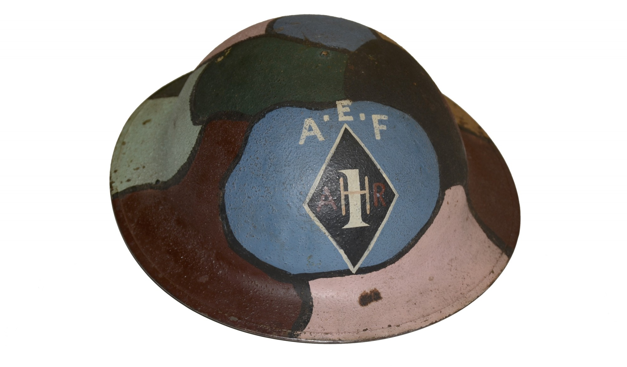 NAMED WORLD WAR ONE CAMMO PAINTED HELMET WITH TUNIC - MATCHING INSIGNIA