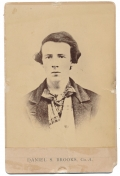 CABINET CARD – DANIEL S. BROOKS, 2ND NEW HAMPSHIRE INFANTRY; DIED AFTER BEING CAPTURED AT 1ST BULL RUN