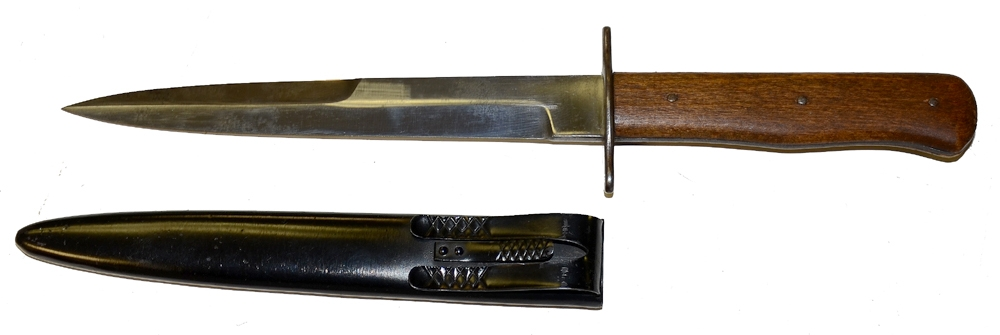 WORLD WAR TWO GERMAN PARATROOPER FIGHTING KNIFE & SCABBARD