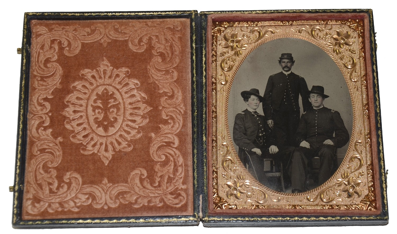 WONDERFULLY CLEAR QUARTER PLATE TINTYPE OF THREE OFFICERS - ONE ID'D TO 8TH NEW HAMPSHIRE