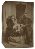 UNCASED TINTYPE IMAGE OF UNION OFFICER WITH WIFE AND CHILD