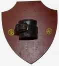 BANNERMAN SOUVENIR SHIELD W/ MOUNTED U.S. CARBINE SOCKET