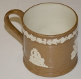 BROWN & WHITE JASPERWARE MUG WITH CHERUBS