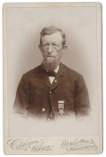 IDENTIFIED CABINET CARD PHOTO OF A 3RD PENNSYLVANIA HEAVY ARTILLERY VETERAN