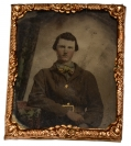 "NINTH PLATE TINTYPE OF CONFEDERATE SOLDIER WEARING A ""FORKED TONGUE"" FRAME BUCKLE"